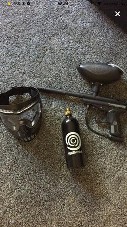 Spyder black paintball gun, black mask and black co2 tank. M